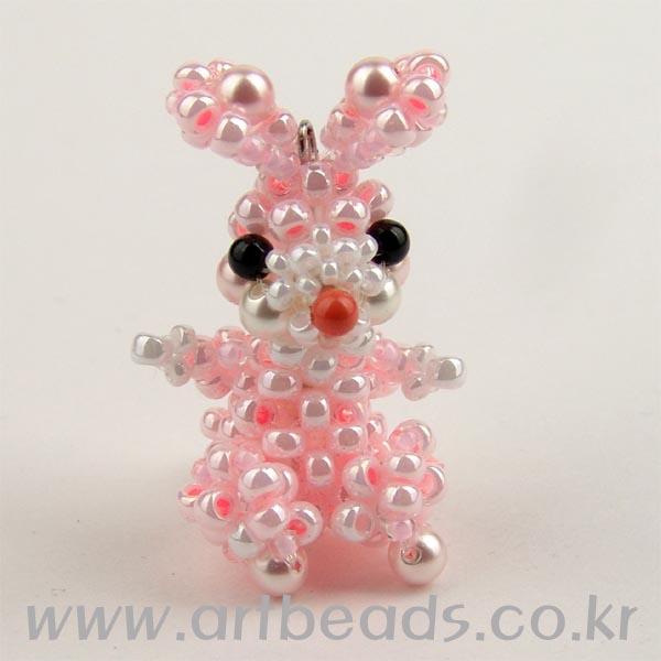 Розовый заяц (бисер).